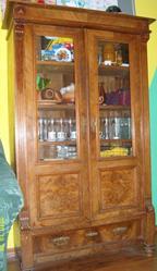 Продается антикварный немецкий шкаф