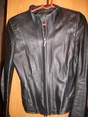Продаю женский кожаный пиджак